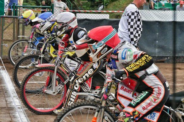 Pražští jezdci na stupních vítězů v Liberci