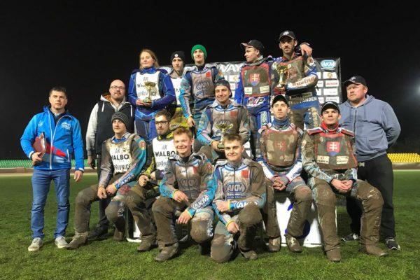 Domácí tým zvítězil v úvodním kole 1. ligy družstev